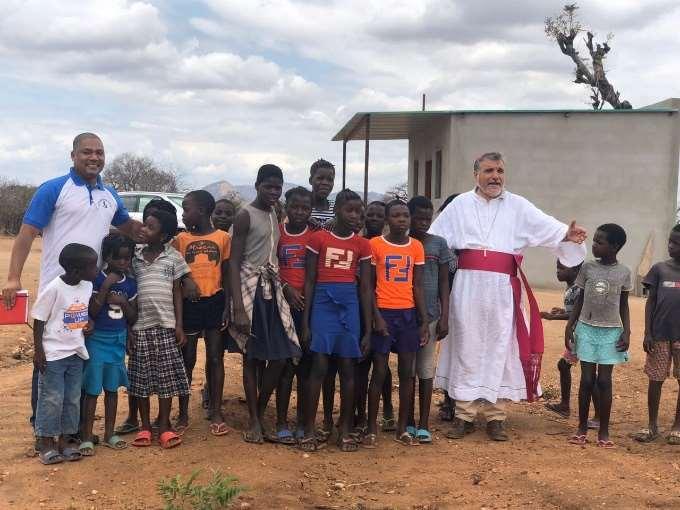 Visita do Sr. Bispo de Tete a Matambo