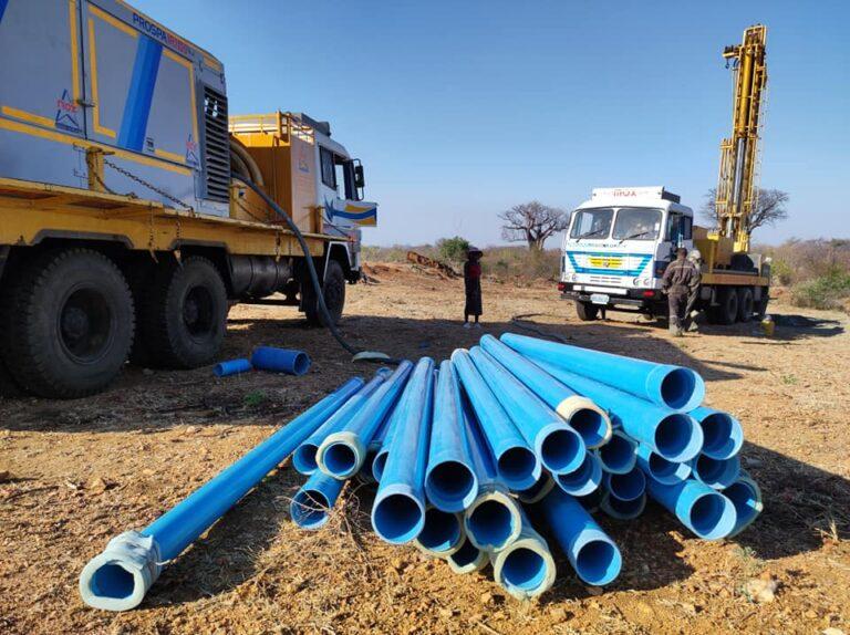 Tubi in plastica per la realizzazione del condotto verticale del pozzo